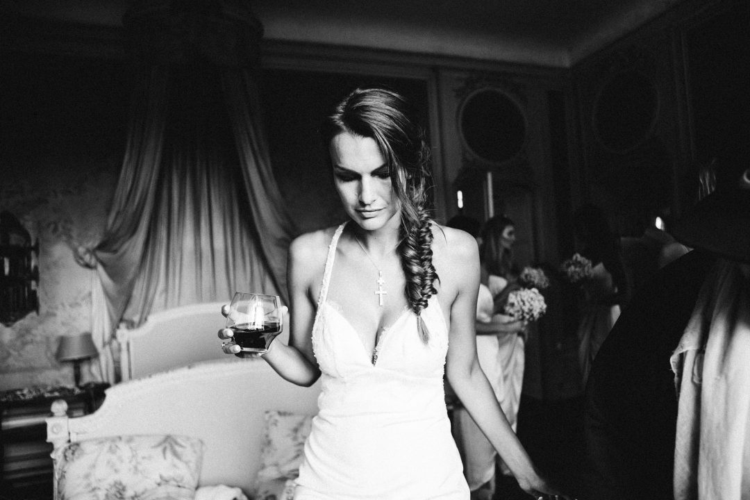 Destination wedding at the amazing Chateau d'Arcangues, the bride in black and white taking time to get ready see more : http://www.rubancollectif.fr/wedding-photographer-france/