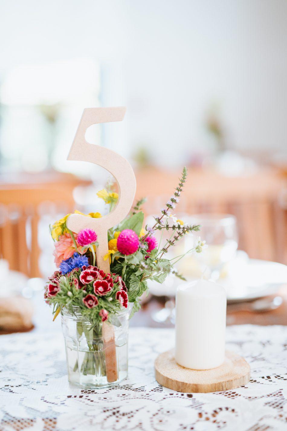 fleuriste-mariage-pays-basque-et-landes-numero-de-table-et-composition-florale