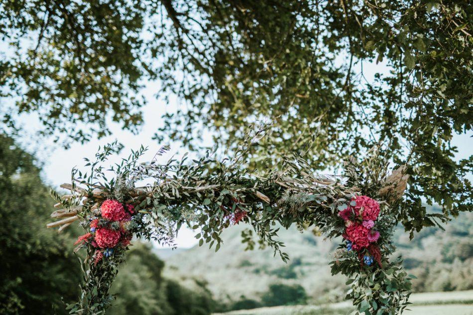 une-arche-fleuri-pour-ceremonie-laique